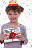 Little girl receiving birthday present — Stockfoto