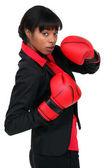 Empresaria en guantes de boxeo — Foto de Stock