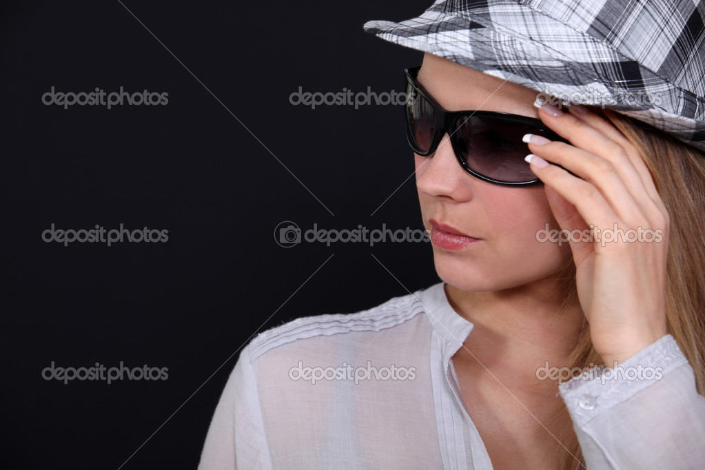 Woman with hat and sunglasses — Stock fotografie #10835177