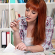 Female student in library — Stockfoto