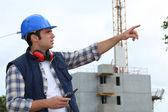 Voorman die verantwoordelijk is voor grote bouwplaats — Stockfoto
