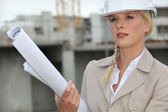 Female architect arriving at construction site — Stock Photo