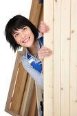 Vrouwelijke meubelmaker — Stockfoto