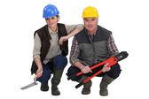 Iki konuşuyormuş inşaat işçileri. — Stok fotoğraf
