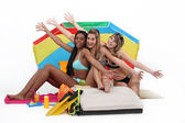 Girls enjoying a day at the beach together — Stock Photo