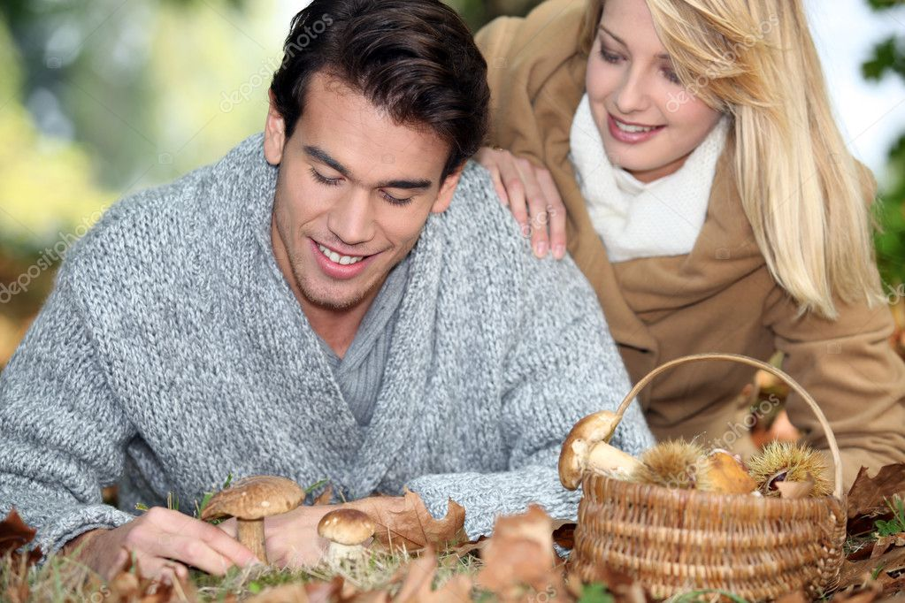Couple with basket full of mushrooms and chestnuts — Stock Photo #10891208
