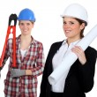 A tradeswoman and an engineer working together - Foto de Stock