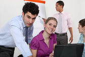 Empresarios trabajando juntos en proyecto — Foto de Stock