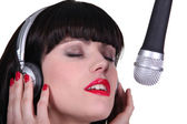 Woman singer in recording studio — Stockfoto