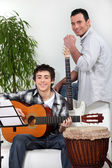 Father and son in music rehearsal — Stockfoto