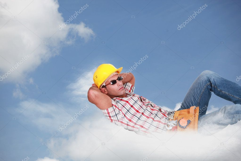 Relaxed worker laid on a cloud — Stock Photo #10910306