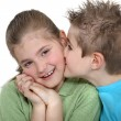 Foto Stock: Boy kissing girl on cheek