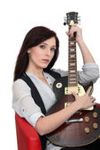 Young woman playing the guitar — Stockfoto