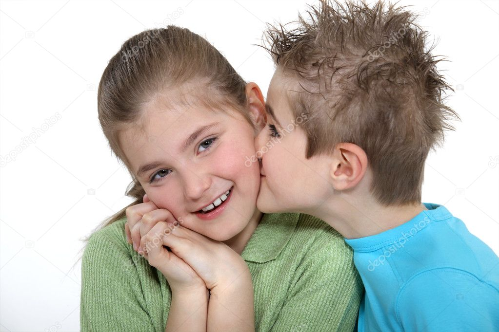 Boy kissing a girl on the cheek — Stock Photo #10969818