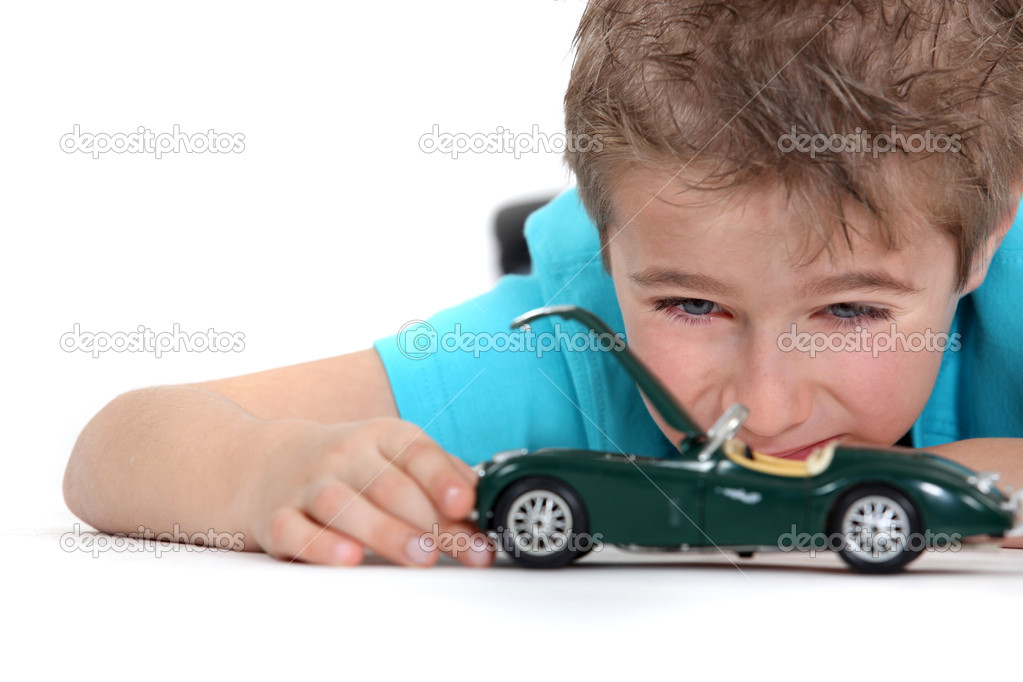 Little Boy With Toy Car : Little boy playing with toy car — stock photo