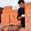 A bricklayer busy at work — Foto de Stock