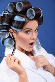 Mulher com rolinhos de óculos — Fotografia Stock