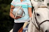 女性馬がボールをプレー — ストック写真