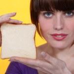 mujer con pan blanco — Foto de Stock