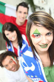Group of friends supporting the Italian football team — Stock Photo