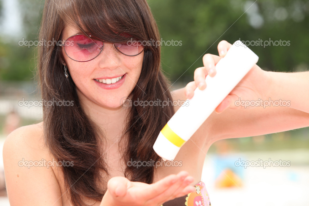 Young woman protecting herself from the sun's harmful rays — Stock Photo #11047843