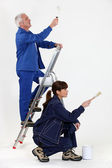Female painter with mature instructor — Stockfoto