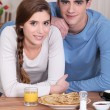 Couple eating pancakes — Stockfoto