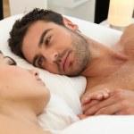couple au lit — Photo