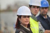 Arquitecto y constructores en el sitio — Foto de Stock