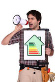 Man with speaker and energy rating sign — Fotografia Stock
