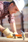Builder using a hammer — Stock Photo