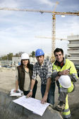 A team of construction workers working together — Stock Photo