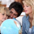 Parents teaching their son about the world — Stock Photo
