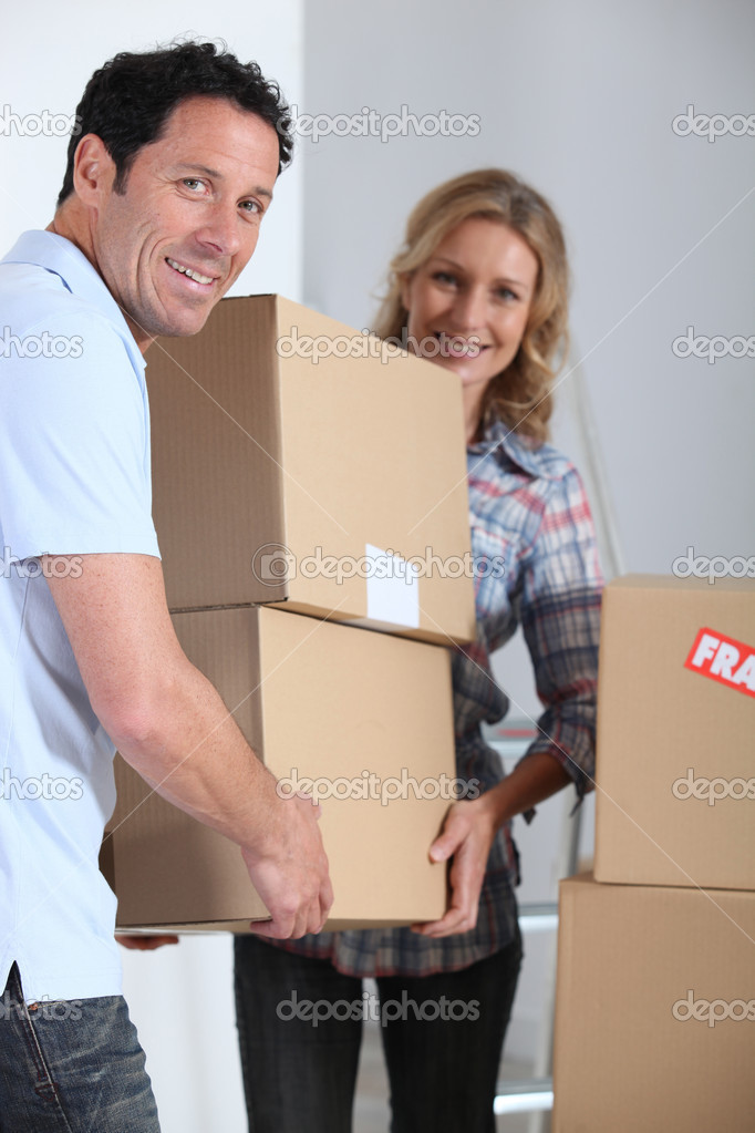 Couple carrying cardboard boxes — Stock Photo #11467803