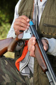 Hunter loading a shotgun — Stock Photo