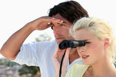 Couple birdwatching — Stock Photo
