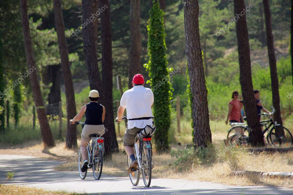 Family bike ride — Stock Photo #11485632