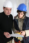 Electrician and apprentice — Stockfoto