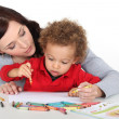 Mother teaching her child how to draw — Foto de Stock