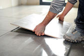 Man laying floor tiles — Stock Photo
