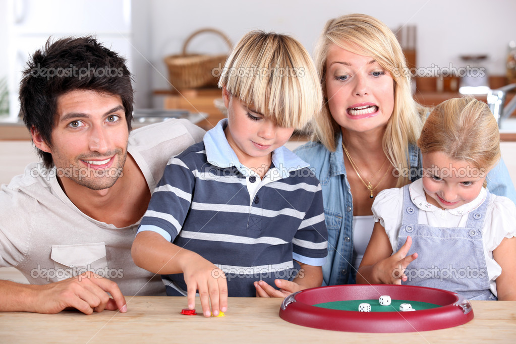 Family playing dice — Stock Photo #11746601