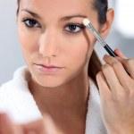 Woman applying eye make-up — Stock Photo #11847103