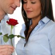 Man offering a rose to his girlfriend — Stockfoto
