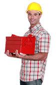 Ouvrier transportant la boîte à outils — Photo