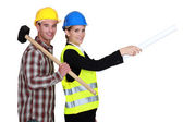 Architect giving orders to builder — Stock Photo