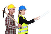 Picture of young female architect with male bricklayer — Stock Photo