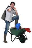 A builder posing near a wheelbarrow — Stock Photo