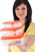 женщина, держащая стека пластмассовый еда — Стоковое фото