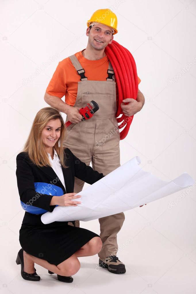 Plumber and designer discussing plans — Stock Photo #11845984