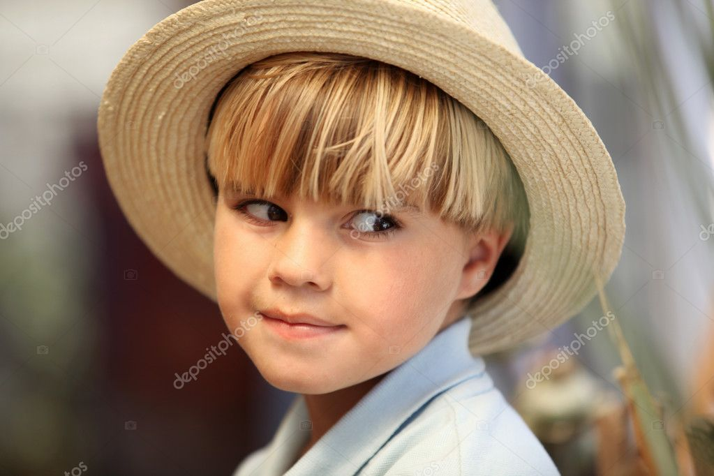 Blond boy with hat — Stock Photo #11848622
